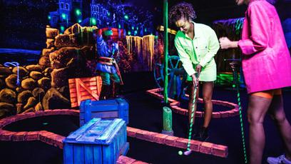 Aloha Glow in-the-dark Minigolf
